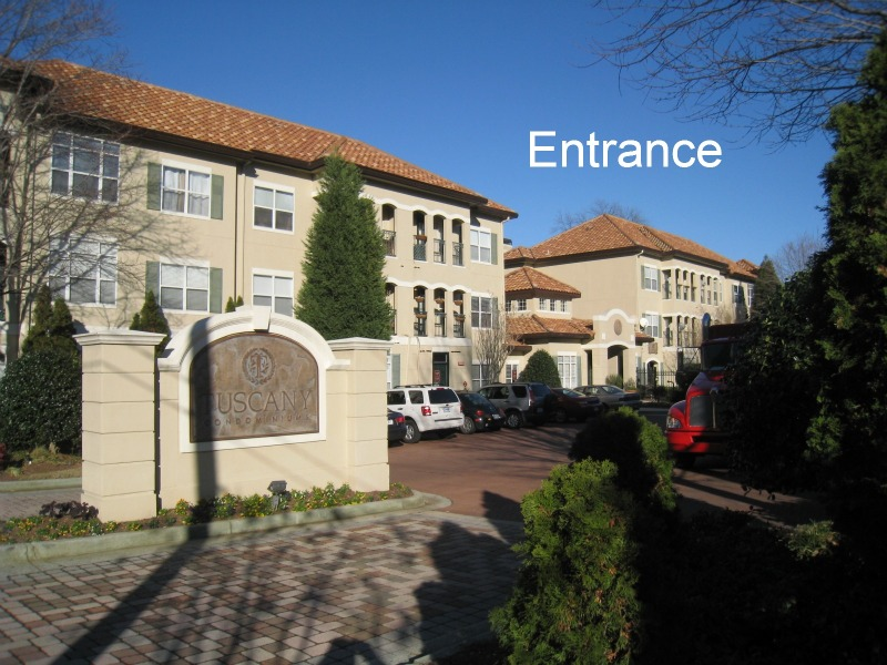 tuscany-condominiums-entrance
